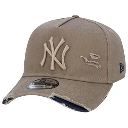 Boné New Era 9Forty Destroyed MLB New York Yankees Strapback Brown